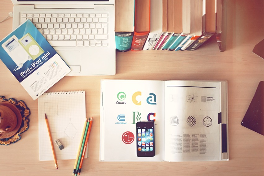 Easy to Use Logo Creator Tools for Freelancers & Small Business Owners