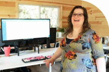 How Megan, EA, Uses FreshBooks to Reach Clients Intimidated by Accounting